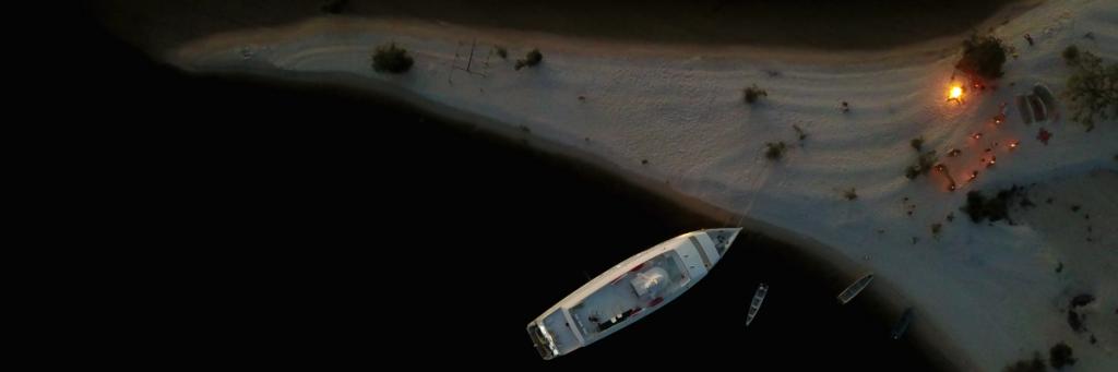 o barco ancorado no rio Tapajós