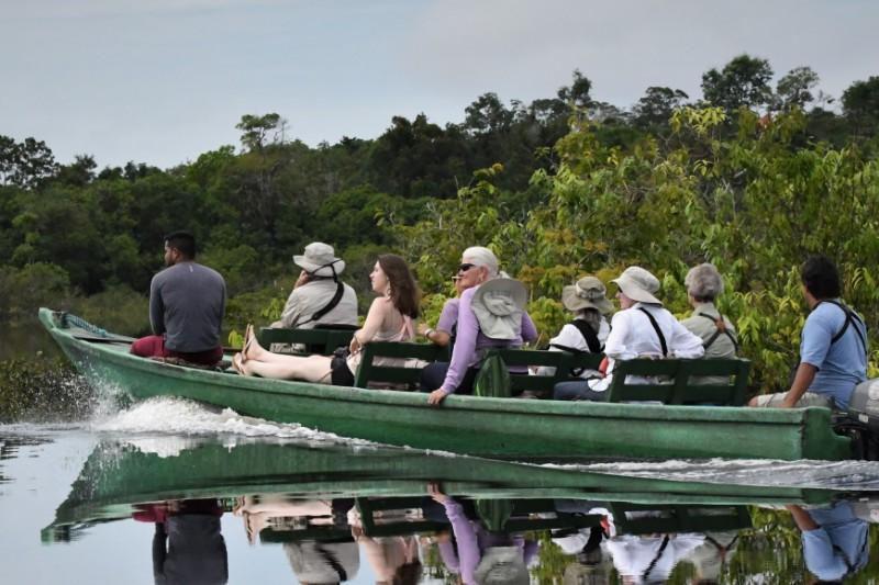 Passeio pelos Igarapés no cruzeiro fluvial Belezas do rio Negro