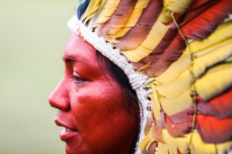 uma mulher indígena da comunidade Yawanawa no acre
